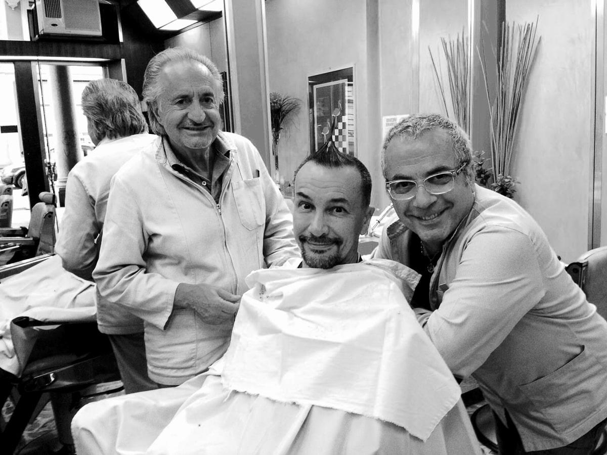 Arturo Brachetti con lo staff di Figaro, barbiere di Torino