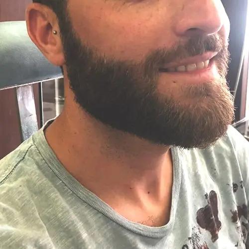 Rasatura e modellatura barba eseguita da Figaro barbiere di Torino