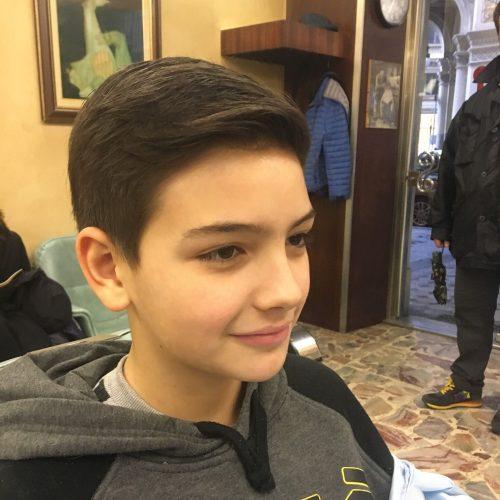 Taglio bambino elegante classico eseguito da Figaro, barbiere di Torino