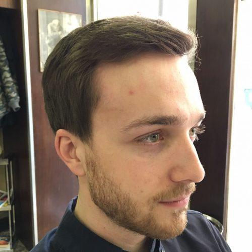 Taglio uomo elegante classico eseguito da Figaro, barbiere di Torino