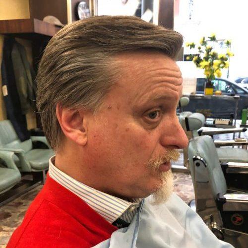 Taglio uomo classico medio eseguito da Figaro barbiere di Torino